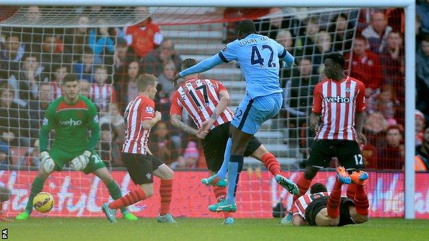 Yaya Toure tỏa sáng rực rỡ mở tỉ số cho Man City