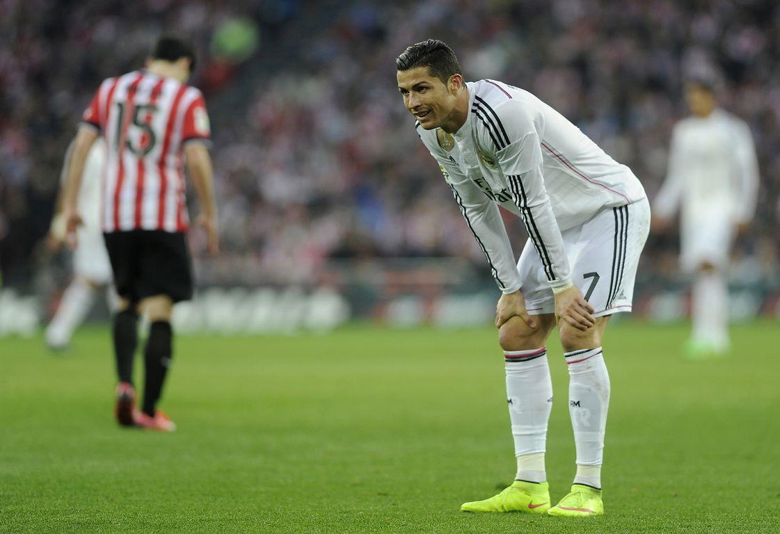 Ronaldo cùng các đồng đội thật sự bất lức trước lối chơi kha học của Bilbao