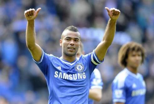 Ashley Cole được nhớ tới nhiều nhất trong màu áo Chelsea. Ảnh: Reuters.