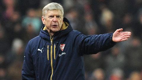CĐV Stoke chế nhạo Ramsey khiến HLV Wenger nóng mặt