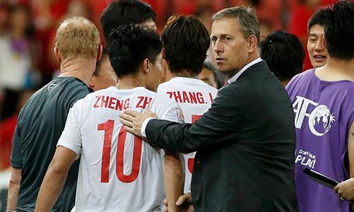 Perrin mất việc và bóng đá Trung Quốc lại khắc khoải trong nỗi niềm thiếu một HLV đủ tầm để đưa đội tuyển của họ đi lên. Ảnh: Reuters.
