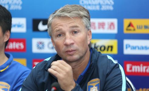Cựu danh thủ Chelsea, HLV Dan Petrescu của CLB Jiangsu Suning quyết tâm đánh bại Bình Dương trong trận đấu ngày mai.