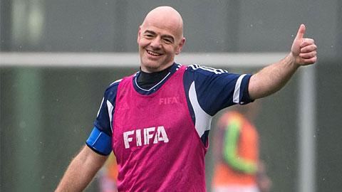 Chủ tịch FIFA vừa nhận chức đã chơi bóng cùng các danh thủ