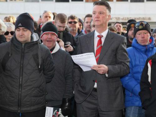 Van Gaal bất ngờ bàn kế hoạch chuyển nhượng với MU