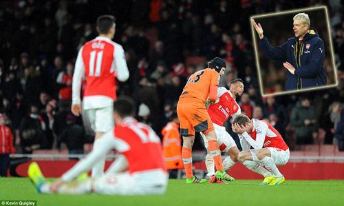 """Wenger cho rằng họ thiếu may mắn khi Arsenal lại """"ngã ngựa"""""""
