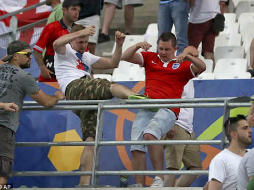 Cuộc chiến ngoài sân cỏ Euro 2016 còn ác liệt hơn