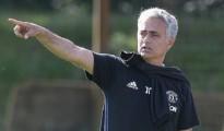 Trong buổi tập ngày hôm qua của Man Utd, HLV Mourinho đã ko giữ được tĩnh tâm và lời qua tiếng lại có đội ngũ thợ xây tại Old Trafford.