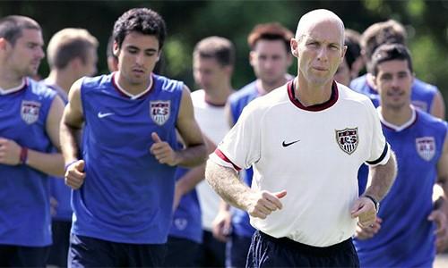 Bradley là HLV người Mỹ đầu tiên trong lịch sử dẫn dắt một đội bóng Ngoại hạng Anh khi nhận lời với Swansea. Ảnh: AFP.