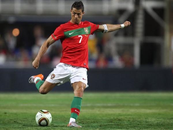Ronaldo người đã nâng tầm cao cho kỹ thuật Knuckleball trong bóng đá.