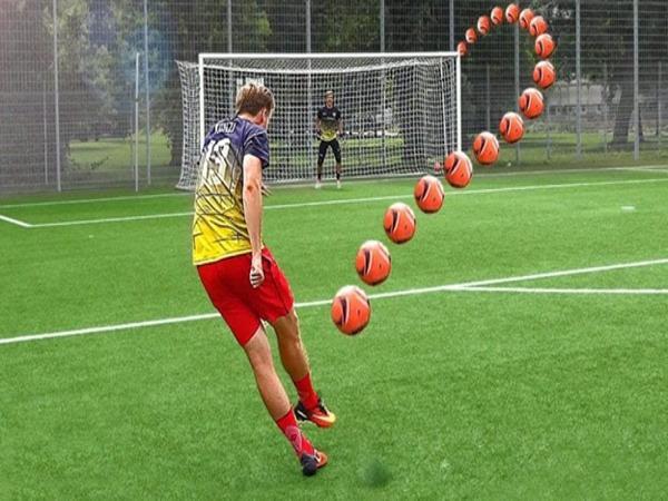 Ví dụ minh họa cho đường đi của quả bóng.